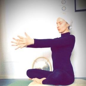 Yoga facile per aumentare l'energia.